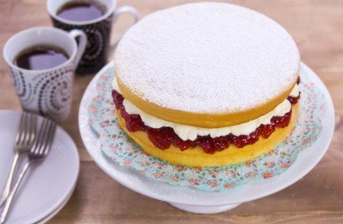 La Victoria sponge cake per la Festa della mamma, la ricetta
