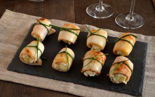 Involtini di calamari ripieni di patate: finger food