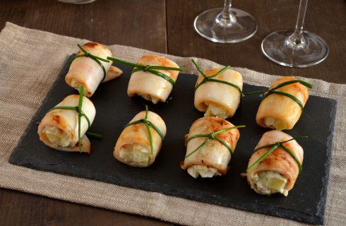 Involtini di calamari ripieni di patate: finger food