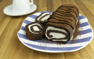 Rotolo al cioccolato senza cottura, facile e veloce