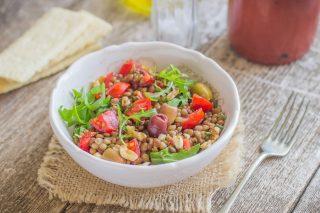 Insalata fredda lenticchie e pomodori: secondo veg