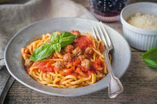 Spaghetti alla chitarra con pallottine, tipici abruzzesi