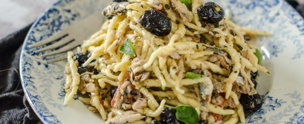 Trofie, alici e olive, perfette per l'estate
