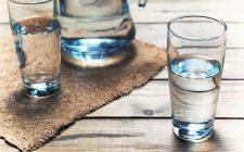 Perché bere 8 bicchieri di acqua al giorno