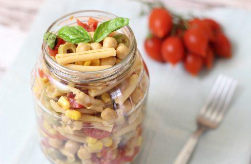 Insalata di pasta vegana, fresca e leggera
