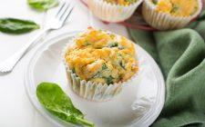 I muffin salati pesto e zucchine per cene alternative
