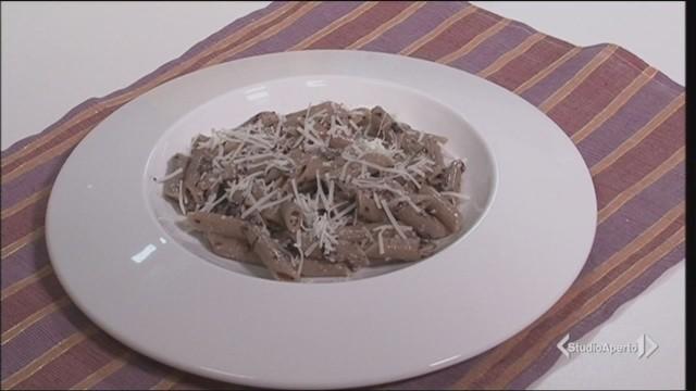 Pasta al pesto di radicchio, la video ricetta