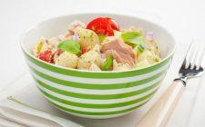 La pasta fredda pesto e tonno perfetta per il pranzo fuori casa