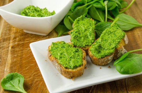 Come preparare il pesto di spinaci e mandorle in 5 minuti