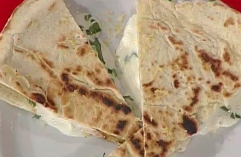 La video ricetta della piadina con rucola e squacquerone dalla Prova del Cuoco
