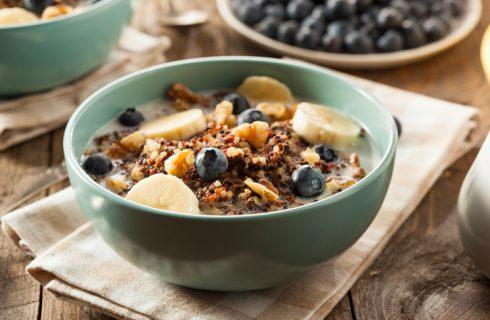 Il porridge con albumi con la ricetta proteica