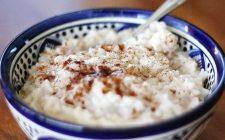 Come preparare il porridge di riso per una colazione nutriente
