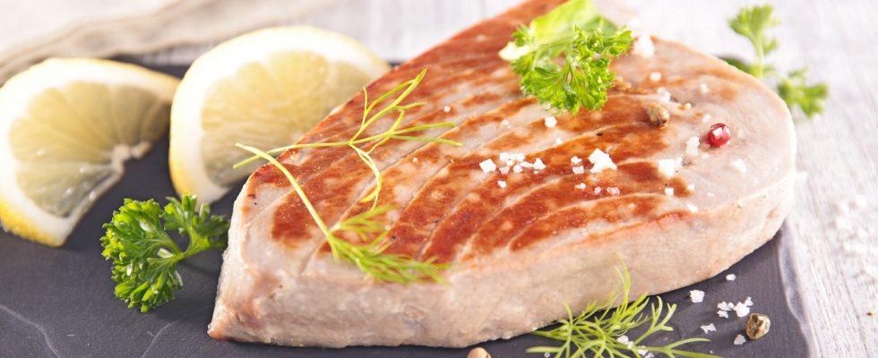 La ricetta del tonno fresco marinato e scottato in padella
