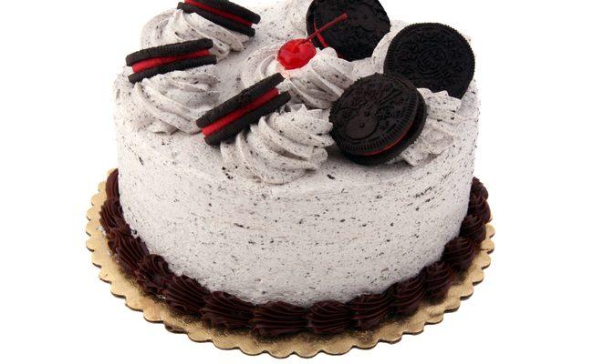 La torta gelato agli Oreo per il dessert di fine pasto