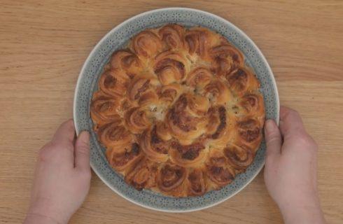 Torta rustica a fiore, ideale per il brunch