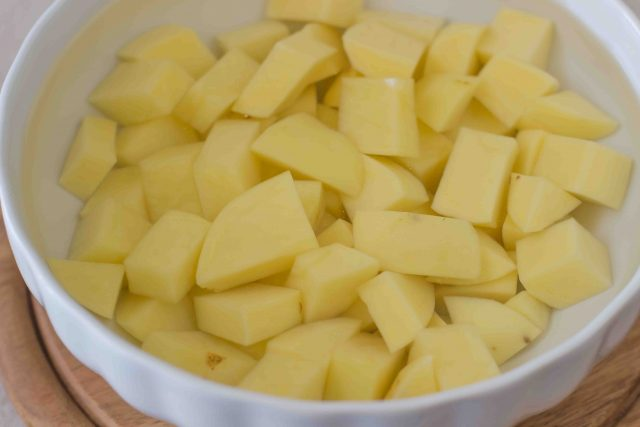 step-1-patate-e-zucchine-in-padella