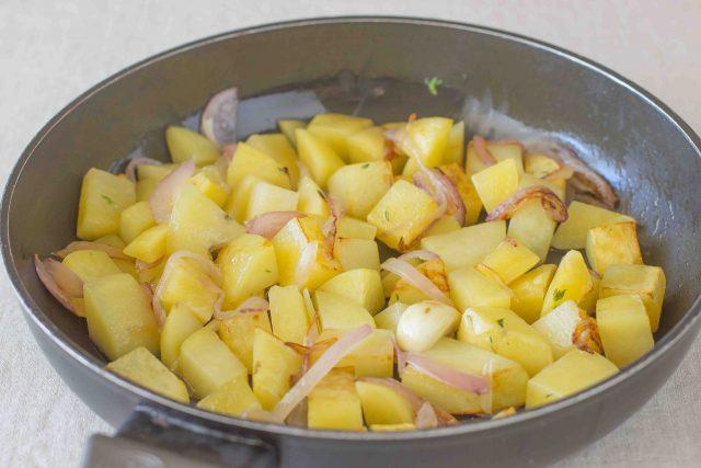 step-5-patate-e-zucchine-in-padella