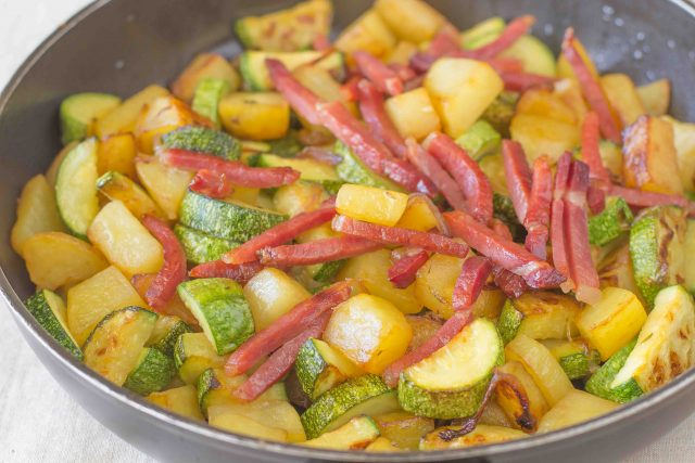 step-6-patate-e-zucchine-in-padella