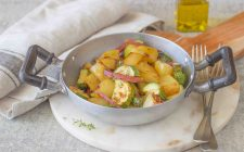 still-life-patate-e-zucchine-in-padella
