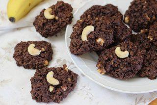 Biscotti vegani con cacao e anacardi