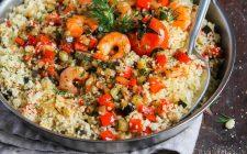 Il cous cous con zucchine e gamberi, la ricetta per le cene d'estate