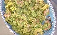 Le eliche con pesto di zucchine e gamberetti con la video ricetta della Prova del Cuoco