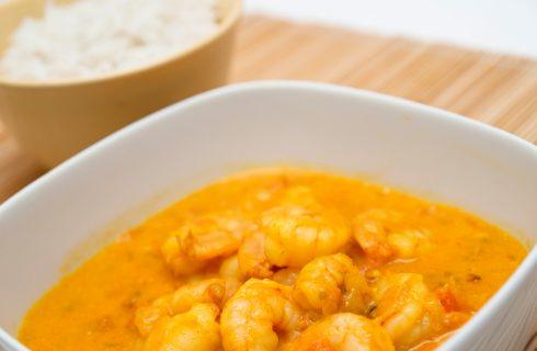 Come preparare i gamberetti in padella con curry