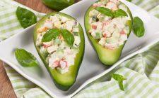 La ricetta dell'insalata con polpa di granchio e avocado
