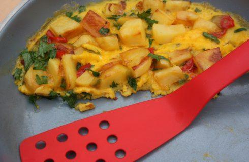 Le patate fritte con peperoni per il contorno estivo