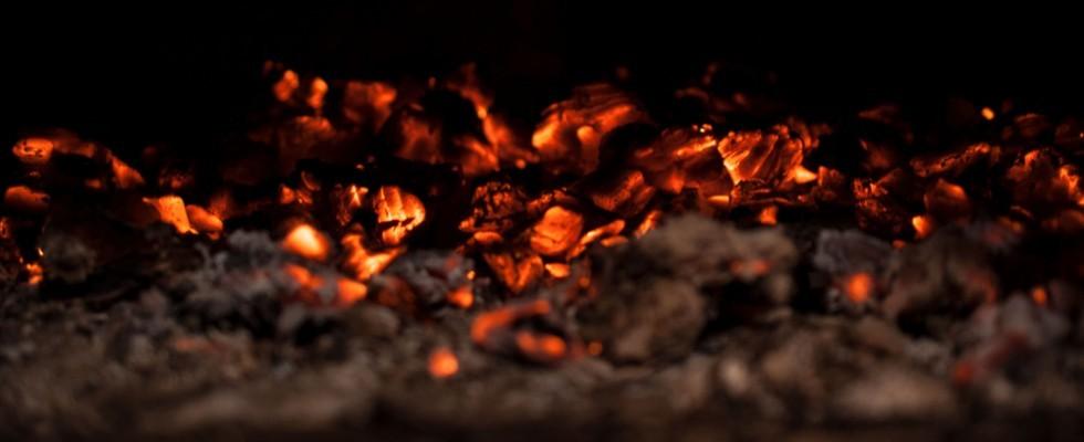 Cotture alternative: 10 cibi da cuocere sotto la cenere