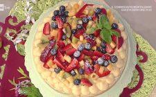 La torta in padella con macedonia di frutta della Prova del Cuoco: la video ricetta