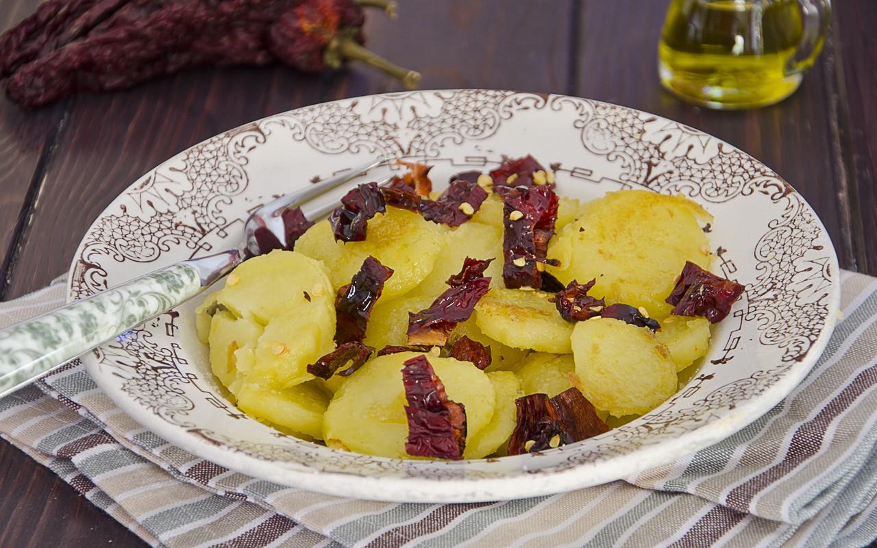 Ricetta patate e peperoni cruschi agrodolce for Cucina semplice ricette