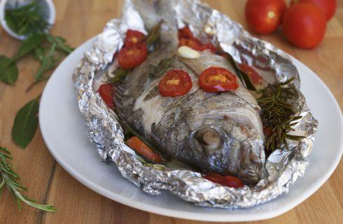 Sarago al cartoccio: per una cena a base di pesce