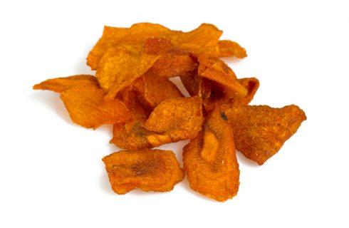 Le chips di carote al forno per uno snack sano
