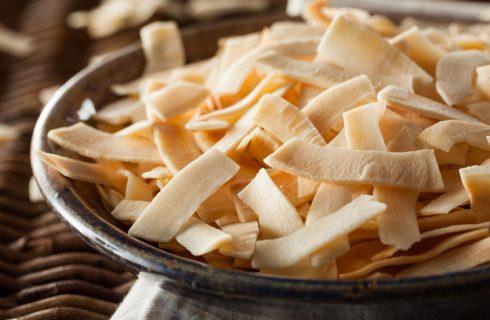 Le chips di cocco con la ricetta da fare in casa
