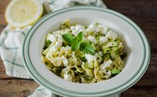Farfalle zucchine, menta e limone: pasta fredda