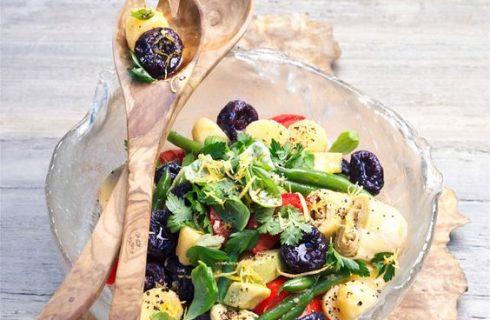 L'insalata con prugne secche con la ricetta sfiziosa