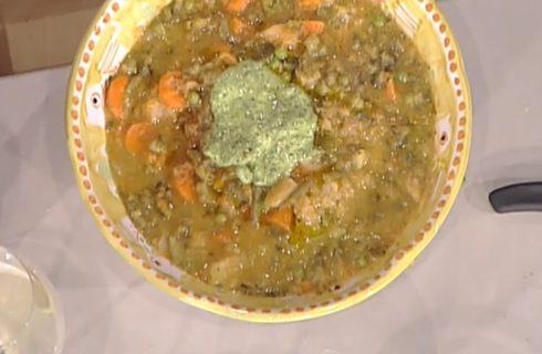 La video ricetta del minestrone di verdure con il pesto di Anna Moroni dalla Prova del Cuoco