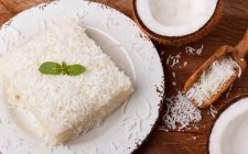 La torta cocco e menta con la ricetta facile