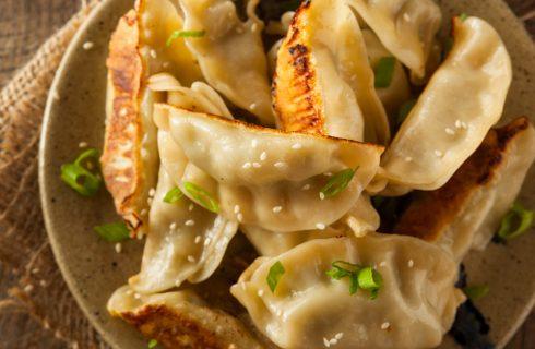 Goutie di maiale: ravioli cinesi brasati