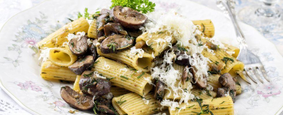Pasta al ragù bianco di funghi, un primo piatto autunnale