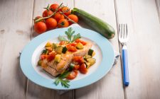 086-17-salmone-zucchine-e-pomodori