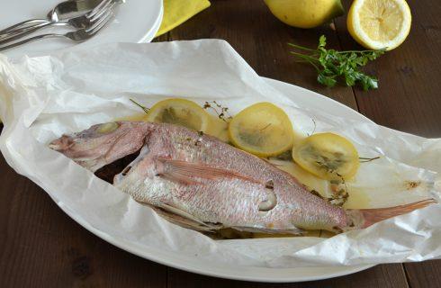 Pagello al cartoccio: secondo piatto di pesce leggero e profumato