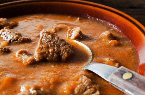 La ricetta dello spezzatino di carne di cavallo per il pranzo della domenica