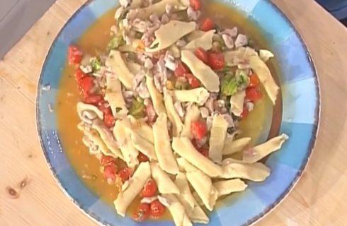 Garganelli con fiori di zucchina e dadolata di faraona al bacon: la video ricetta della Prova del Cuoco