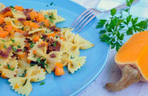La pasta con zucca e speck per un primo piatto gustoso