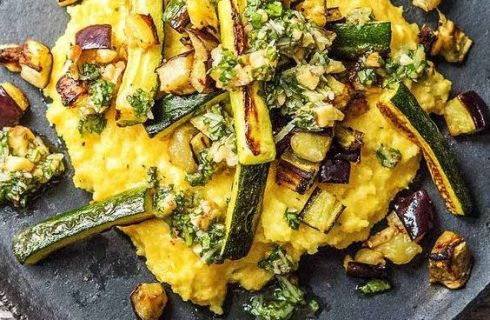 La polenta con le zucchine per un primo sano