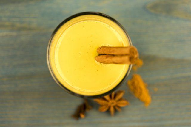 latte alla curcuma