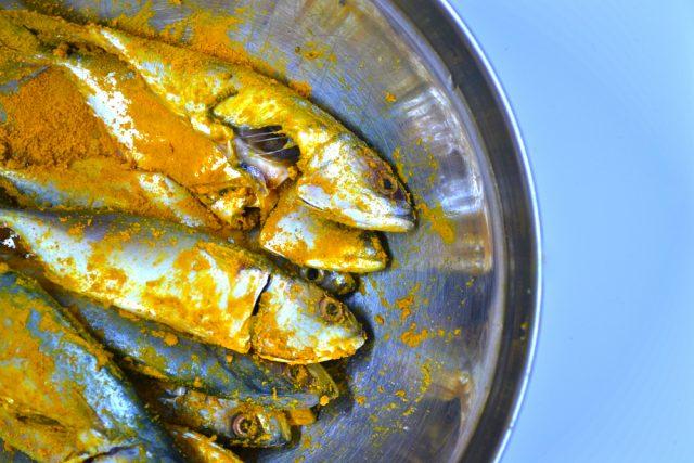 pesci alla curcuma