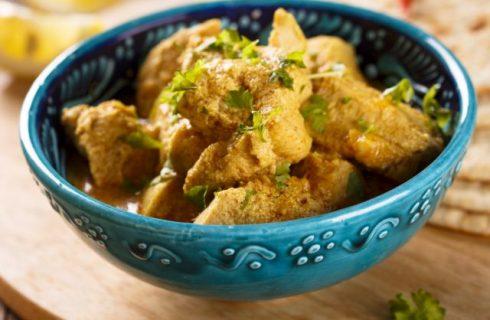 Gli straccetti di pollo alla curcuma con la ricetta veloce